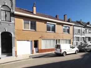 Spacieus immeuble ( ancienne maison de commerce) idéalement disposé pour la création de 2 appartements comprenant au rez : salon,