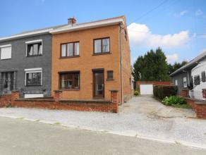 (Haies) : Très belle maison 3 façades idéalement située au calme. Hall (wc), living, salle à manger, bureau, cuisin