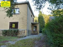 Marcinelle Bruyère (dans le quartier résidentiel des avenues): Bonne maison 3 façades à rafraîchir comprenant: Hall