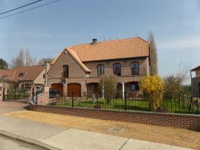 Adresse : RUE DE FLEURJOUX, 60 Magnifique villa qui peut-être aménagée en plain-pied, peut convenir également pour une prof
