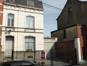 Adresse : Rue Joseph Lefebvre, 56 MAISON DE MAITRE 3 FAÇADES AVEC DOUBLE GARAGE, EMPLACEMENTS VOITURES, TERRASSE, JARDINENTIEREMENT RENOVEE EN