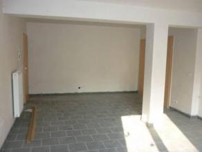 Agréable studio de construction récente situé au rez-de-chaussée comprenant une pièce de séjour, un wc ind&e
