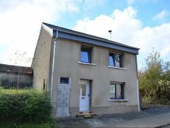 Située dans un quartier calme et verdoyant, cette maison 4 faç se situe dans le village de Weyler. Le rez : hall, cuisine équip&e