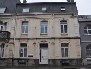Bel appartement situé au rez-de-chaussée avec un séjour très spacieux, 1 chambre, 1 cuisine équipée, 1 salle