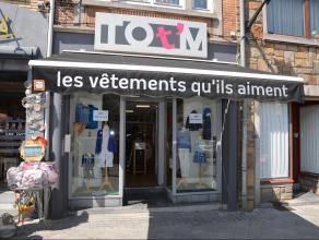 Située dans la Grand Rue de Bastogne, belle surface commerciale à louer. Celle-ci se compose d'une boutique de 55 m², d'une arri&eg