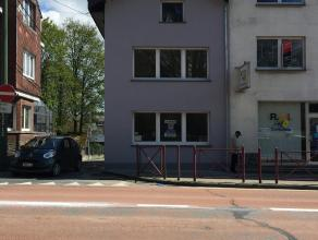 Située proche du centre et de toutes les facilités de Bastogne, la maison a été rénovée entièrement e