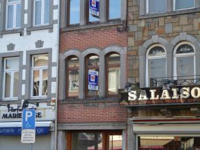 L'immeuble est situé au coeur de Bastogne, en plein centre ville, dans la rue principale. Le rez commercial se compose d'1 surface avec vitrine