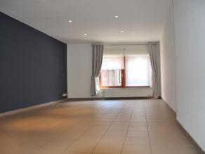 Appartement 1 ch au centre de Bastogne avec cuisine équipée et grand séjour. Salle de bains avec wc, lavabo et douche. L'appartem