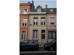 Dans le centre d'Arlon, appartement aménagé au rez-de-chaussée et composé d'une pièce living, d'une cuisine &eacute