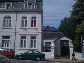 Dans un immeuble de caractère situé au centre ville d'Arlon, à 5 minutes à pied de la gare, appartement duplex compos&eacu
