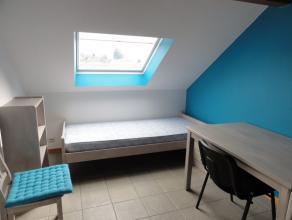 Nog geen nederlandstalige versie beschikbaarSitué au centre de Bastogne, joli kot meublé avec une cuisine et salle de douche commune pou