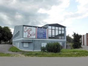 Aux 3 Frontières (Belgique-France-Gdlx), prox. P.E.D.. Vaste surface commerciale de +/- 2.130 M² sur deux niveaux (surface brute bât