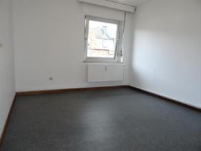 Appartement deux chambres, proche du centre ville d'Arlon et des commodits. Compos d'une cuisine quipe, un living-salon, un bureau, une salle de bain