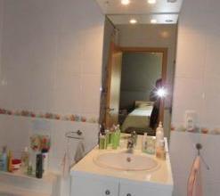 Bel appartement situ Arlon. Appartement deux chambres compos, d'un sjour, une cuisine quipe. Ainsi qu'une salle de bain + espace buanderie et wc spar.