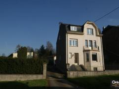 Agréable maison avec vaste jardin et cour à l'avant comprenant salon et salle à manger, cuisine équipée, 4 grandes