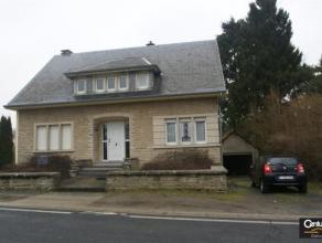 WALTZING : très bonne maison 4 façades, comprenant hall, séjour, cuisiné équipée, bureau, 4 chambres, salle