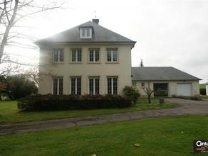 BARNICH : Très belle propriété entourée d'un jardin arboré de 85 ares, avec piscine, terrasse couverte, entrep&ocir