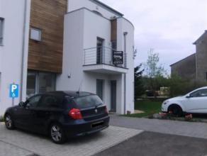 Situé dans le village de Freylange, cet appartement récent avec terrasse ne pourra que vous séduire. Il comprend un séjour