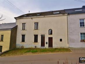 WEYLER : Dans un charmant village, ancienne maison rénovée - très spacieuse, comprenant au rez : Hall d'entrée, WC, salon,