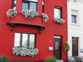 Dans un quartier calme d'Athus, découvrez cette belle maison trois façades idéale pour accueillir votre famille avec ses 4 (voire