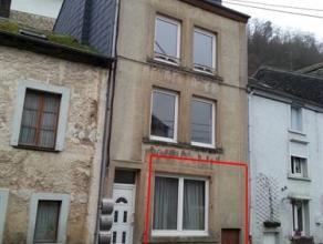 Bouillon, accès aisé au centre ville, rez de chaussée comprenant 1 cuisine semi-équipée- living de 19 m², 1 ch