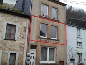 Bouillon, accès aisé au centre ville, 1 er étage rénové comprenant 1 cuisine semi-équipée/living de 2