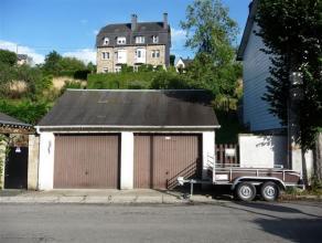 Terrain de 242 m² et ses 2 garages, en zone d'habitat, situé proche du centre de Bouillon-sur-Semois.