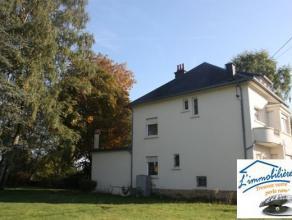 Au centre de Stockem, venez découvrir cette jolie maison de style 1950. La maison se compose: Sous-sol: Caves sur toute la surface. Au rez-de-c