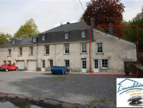 Maison superbement rénovée située à Bouillon dans une grosse bâtisse comprenant: au Réz-de-chaussée: u