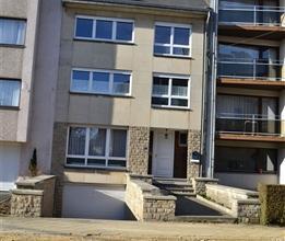 Arlon: A proximité directe du centre ville, grande maison d'habitation en bon état général comprenant 4 à 5 chambre