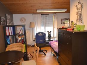 Bastogne (centre) : Studio pour étudiant situé sur la place Mc Auliffe et toutes ses commodités. Ce logement meublé compre