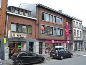 Bastogne (Centre): Bel appartement 1ch situé au 1er étage d'un immeuble sis au coeur de la grand-rue commerçante et toutes ses fa