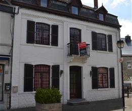 Bonne maison de maître, anciennement un hôtel, idéalement située dans une rue piétonne du centre de Barvaux s/O, &agr