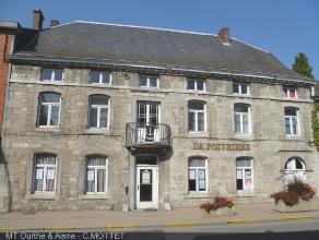 Magnifique et spacieux bâtiment en pierres, en plein centre de Barvaux. Façade classée. Bâtiment administratif, ancien resta