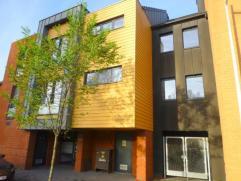 Superbe appartement idéalement situé - Hall d'entrée - Hall de nuit - 2 chambres - 1 cave - Living - SDB - Wc Sépar&eacute
