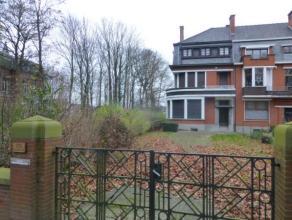 Mons - Avenue Reine Astrid - Bordant une très belle avenue et face au parc du Waux-hall - Superbe demeure des années 30 - Matéria