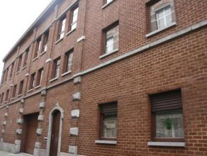 MONS. Rue de la Petite Triperie, 12 B. Immeuble de rapport parfaitement entretenu de 1989 composé de 24 kots, 1 studio au RDC (concierge bail r