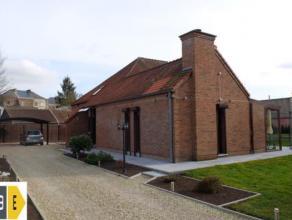 MONS, Impasse du Fish Club,15. Très agréable villa dans un cadre verdoyant et exceptionnel à deux pas du centre ville Montois. El