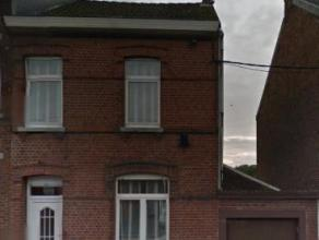Maisières, Rue Grande 31. Maison avec garage comprenant: un séjour, une cuisine, une salle de bain ainsi que trois chambres et un grenie