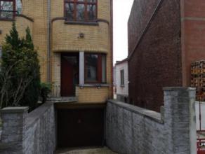 Mons. Avenue de Jemappes, 68 B. Maison proche du centre de Mons composée d'un living, cuisine équipée donnant sur la terrasse et