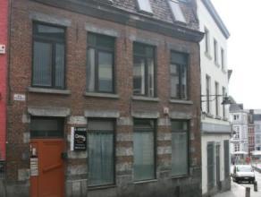 MONS. Rue d'Enghien, 6. Maison d'habitation actuellement divisée en 3 logements et 1 bureau composée: SS: Caves REZ: hall d'entré