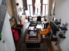 Mons. Rue de la Petite Guirlande, 28. Belle demeure Montoise à destination mixte. Rez de bureau et/ou commerciale avec superbe habitation &agra