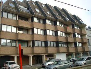 En centre ville, spacieux appartement 3 chambres avec garage sécurisé en sous-sol. Composition: Hall d'entrée, grand séjou