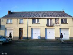 JEMAPPES (bordure de Mons) Immeuble mixte de 2 appartements 2 chambres et 1 appart 1 chambre avec chauffage au gaz individuel, buanderie. 3 grands gar