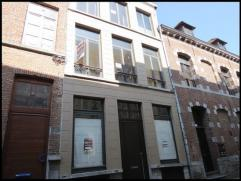 A proximité de la Grand Place, proche des écoles et commerces - Maison 2 façades en bon état comprenant: Rez: salle &agrav