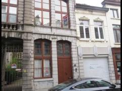 Situé au coeur de la Ville de Mons, à 5 min de la Grand Place, proche de toutes commodités (accès routiers, commerces, &ea