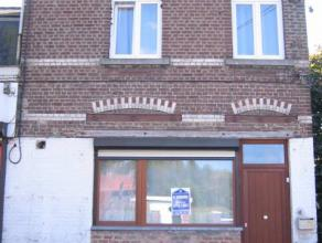 Belle maison 3 façades Compr. : cave salon living fo bur sdb terrasse jardin.Etage : 4 chambres sdb.