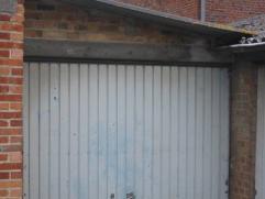 Garage ou remise avec parking dans une cour de batterie de garages surveillée axe facile proximité centre.