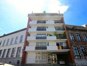 Mons, rue du Parc 17/8. Bel appartement proche des grands axes routiers et du centre ville de Mons comprenant: linving, cuisine équipée,