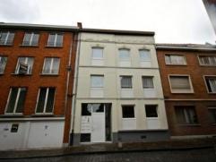 Mons rue Peine-Perdue 10-2 ,bel appartement comprenant:hall, séjour,cuisine équipée, 1 chambre, salle de douche, wc.Libre d'occup